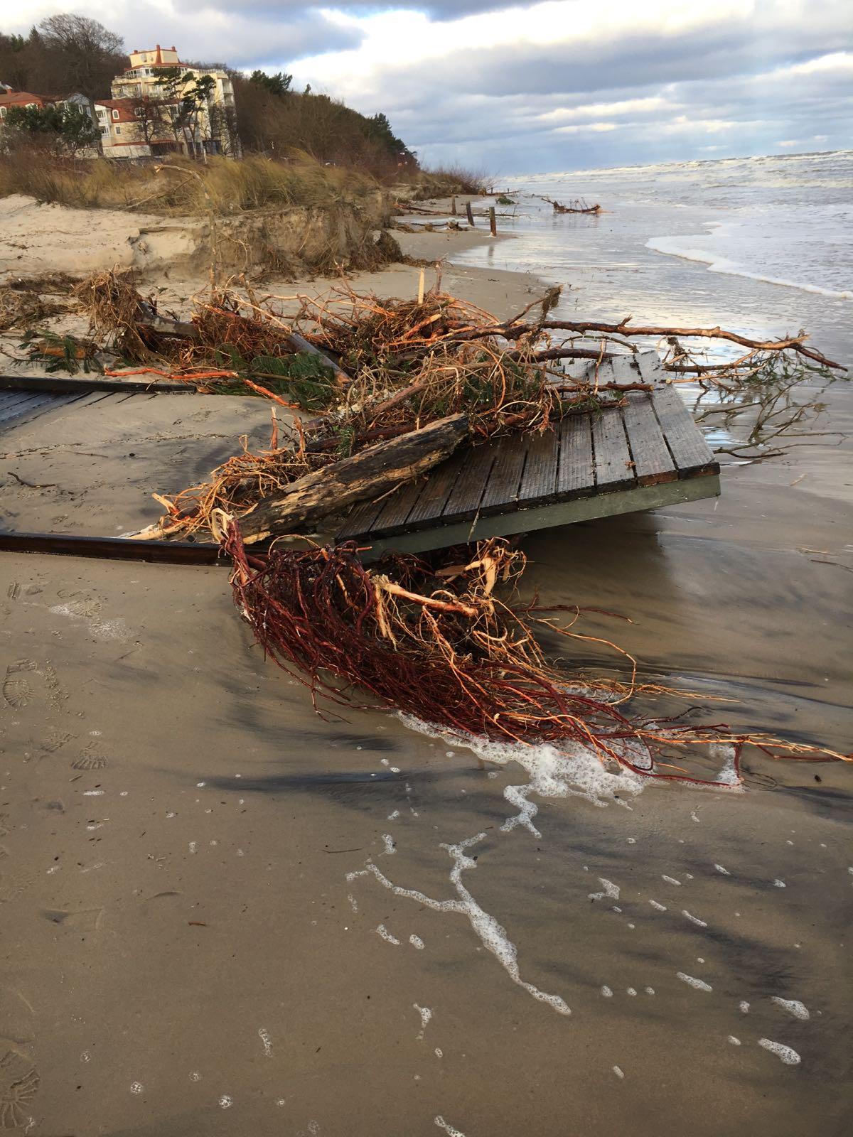 Strandaufgang Insel Usedom Ahlbeck Heringsdorf Bansin Sturmtief Axel Hochwasser Sturmflut Unterspülung